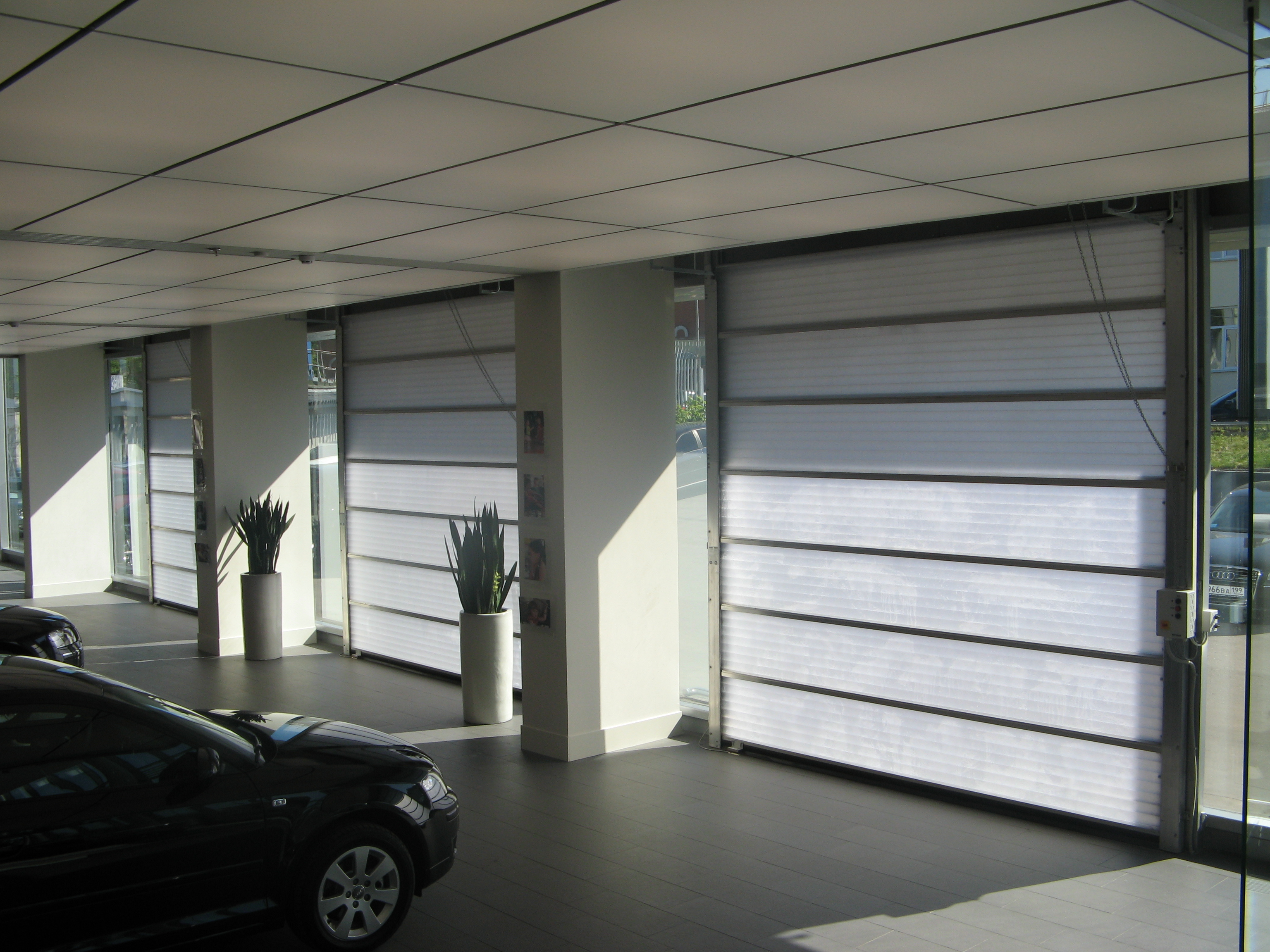Industrial doors for the automotive industry